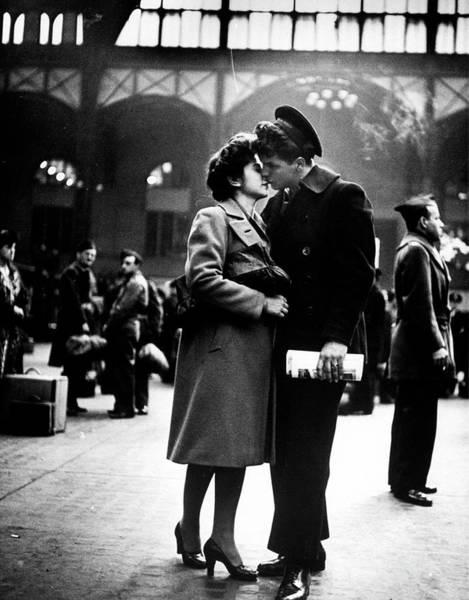 Girlfriend Photograph - Sailor Giving His Girlfriend A Tender, N by Alfred Eisenstaedt