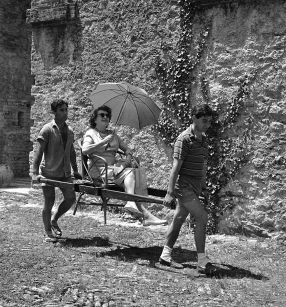 Parasol Photograph - Sedan Chair by Keystone Features
