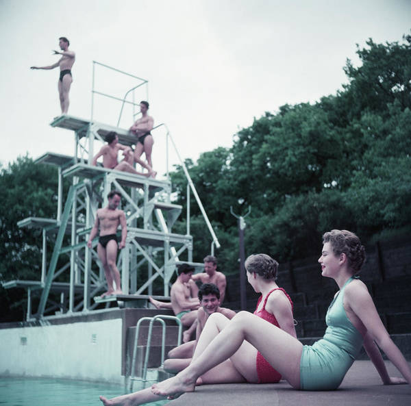 Diving Board Photograph - Serpentine Lido by Hulton Archive