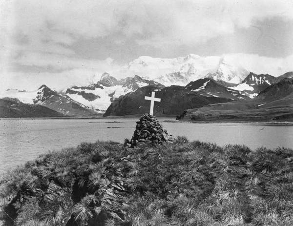 Exploration Photograph - Shackletons Monument by Hulton Archive