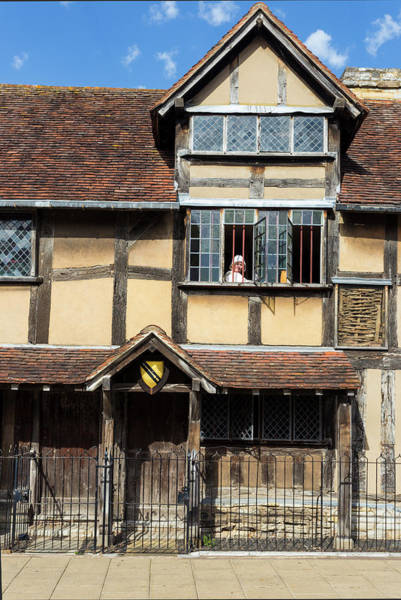 Photograph - Shakespeares Birthplace And Actress by Paul Cowan