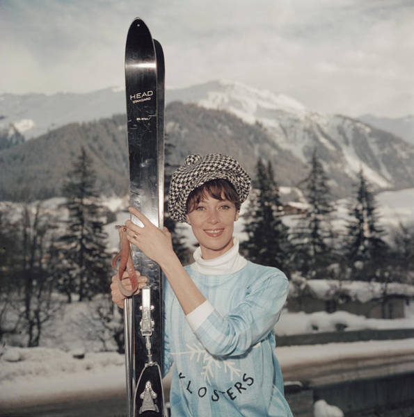 Fashion Model Photograph - Ski Siren by Slim Aarons