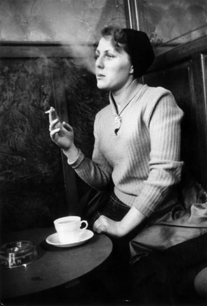Newcastle Upon Tyne Photograph - Smoking by Kurt Hutton