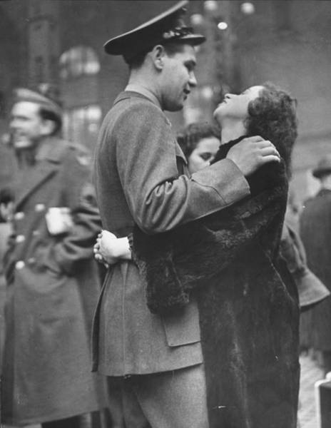 Girlfriend Photograph - Soldier Saying Goodbye To His Girlfriend by Alfred Eisenstaedt