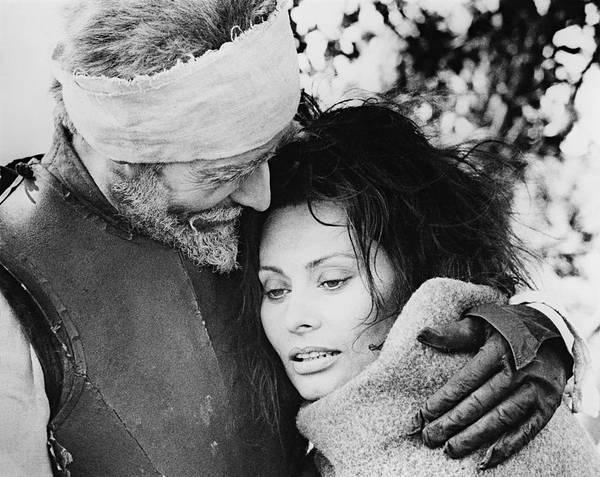 Man Of La Mancha Wall Art - Photograph - Sophia Loren And Peter O'toole In Man Of La Mancha -1972-. by Album