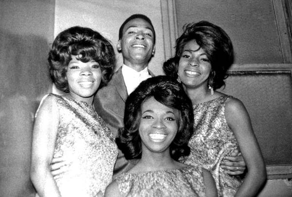 Apollo Theater Photograph - Soul Singers Backstage At The Apollo by Michael Ochs Archives