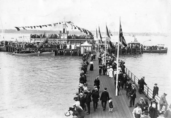 Southend Photograph - Southend Pier by Hulton Archive
