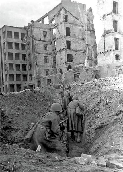 Painting - Soviet Soldiers Move Through The Trenches Amongst The Ruins During The Battle Of Stalingrad. October by Celestial Images