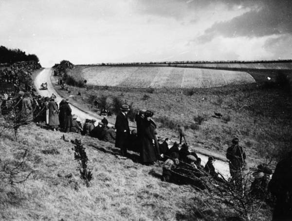Spectator Photograph - Spectators At The Kop Hill Climb, Near by Heritage Images