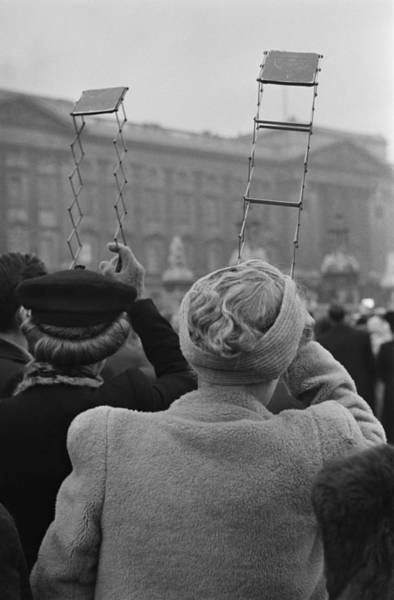 Spectator Photograph - Spectators Use Periscopes by Picture Post