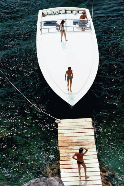 People Photograph - Speedboat Landing by Slim Aarons