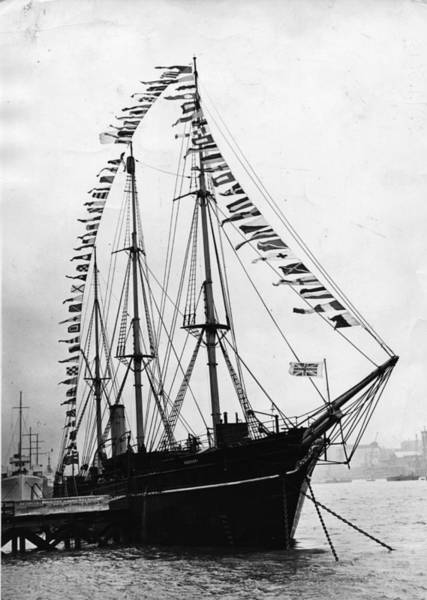 Rigging Photograph - Ss Discovery by Topical Press Agency