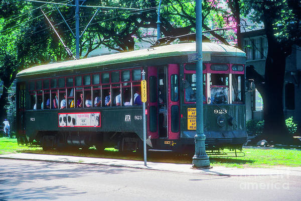 Photograph - St. Charles Trolly by Bob Phillips