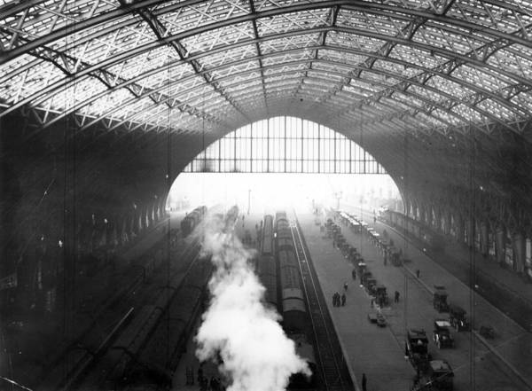 Physical Features Wall Art - Photograph - St Pancras Station by Hulton Archive