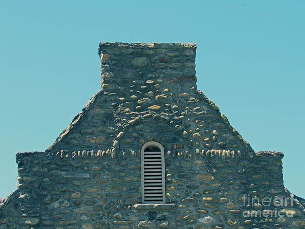 Photograph - Stone Topper On Building by Roberta Byram