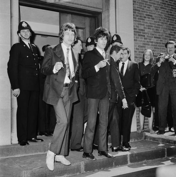 Mick Jagger Photograph - Stones In Court by Ted West