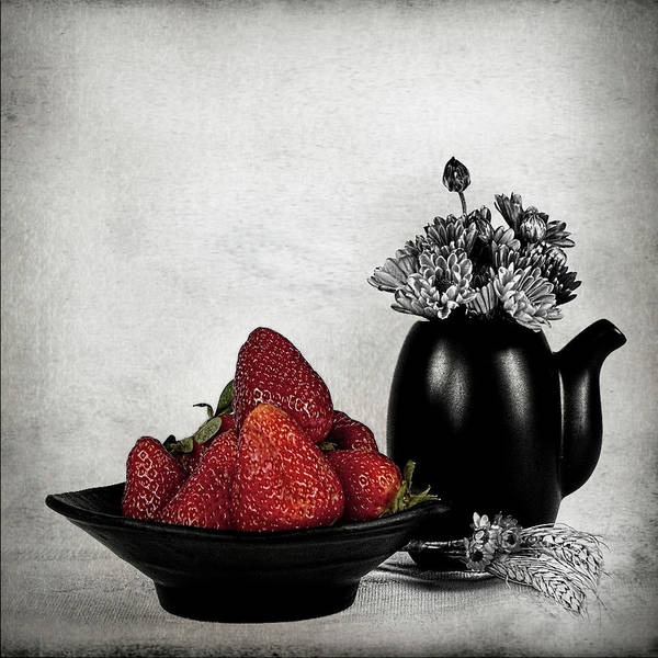 Vase Of Flowers Photograph - Strawberries In Bowl by Rebeca Mello