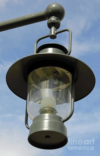 Photograph - Street Lamp by D Hackett