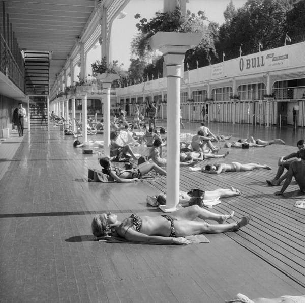 Bikini Photograph - Sun Bath Deligny Swimming Pool Paris In by Keystone-france