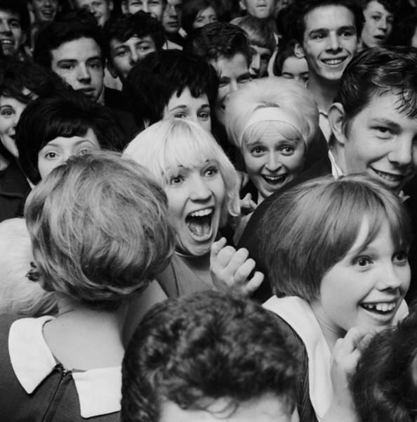 Spectator Photograph - Sutch Savage Fans by John Drysdale
