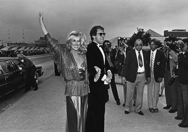 Hand Photograph - Suzanne Somers Arrives At The Emmy by George Rose