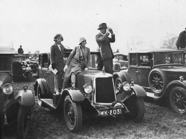 Spectator Photograph - Tamworth Races by Puttnam