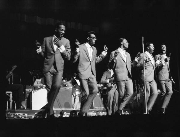Apollo Theater Photograph - Temptations At The Apollo by Michael Ochs Archives