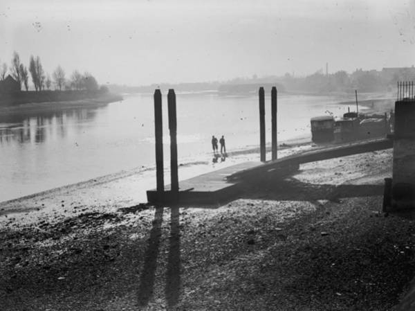 Kensington And Chelsea Photograph - Thames Silhouette by Chaloner Woods