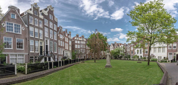 Photograph - The Begijnhof In Amsterdam by Wolfgang Stocker