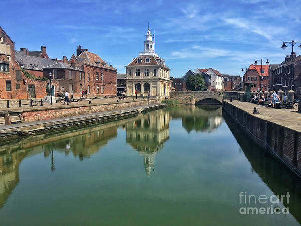 Kings Lynn Wall Art - Photograph - The Custom House And Purfleet Quay, Kings Lynn by John Edwards