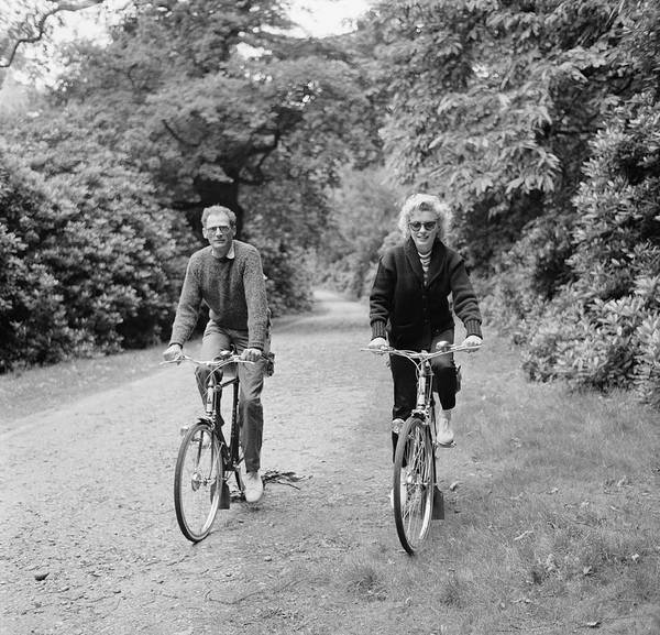 Marilyn Monroe Photograph - The Millers Ride Out by Harold Clements
