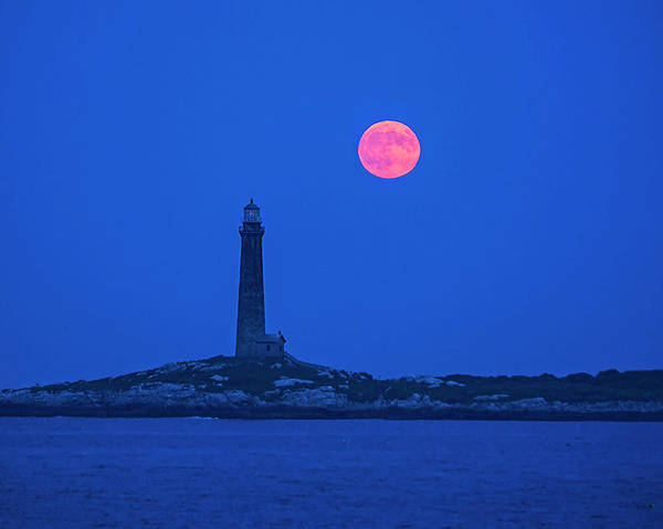 Photograph - The Moon Rises Over Thacher Island Lighthouse Rockport Ma by Toby McGuire