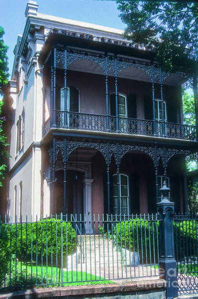 Photograph - The Munson-bell House by Bob Phillips