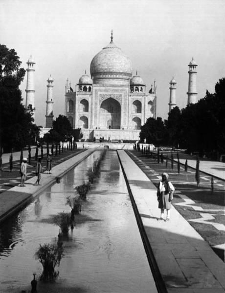 Taj Mahal Photograph - The Taj Mahal Around 1950 by Keystone-france