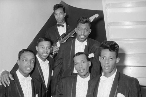 Apollo Theater Photograph - The Temptations Backstage At The Apollo by Michael Ochs Archives