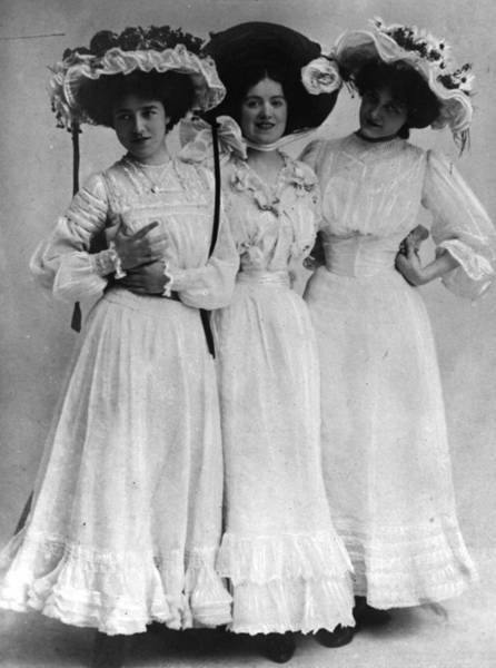 Apollo Theater Photograph - Three Little Maids by Hulton Archive