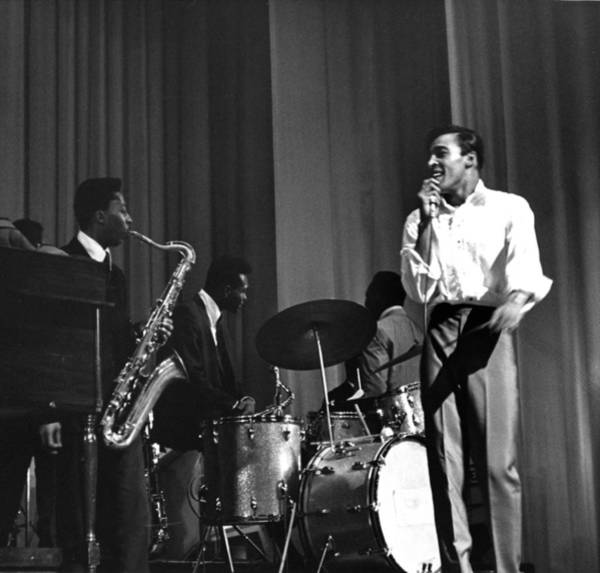 Apollo Theater Photograph - Tommy Hunt Live by Michael Ochs Archives