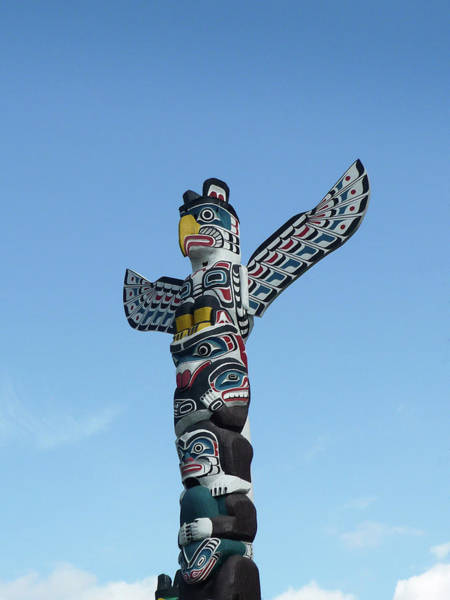 Totem Pole Wall Art - Photograph - Totem Pole And Blue Sky Vancouver by Kim Rogerson