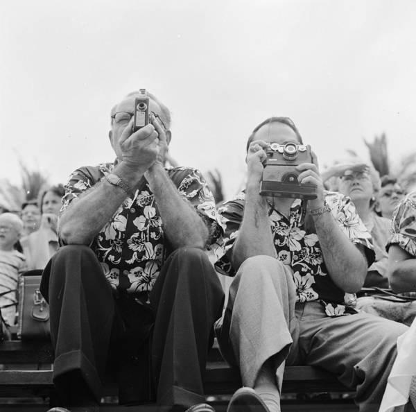 Hawaii Photograph - Tourists In Hawaii by Orlando
