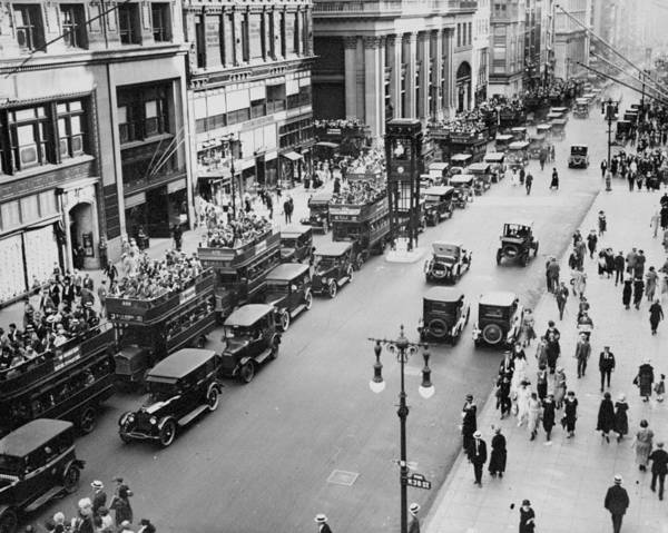 New York City Photograph - Traffic On Fifth Avenue In 1923 by New York Daily News Archive