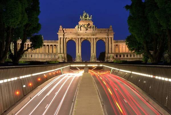 Belgian Culture Photograph - Traffic Through Arc De Triomphe by Hakan Deliç