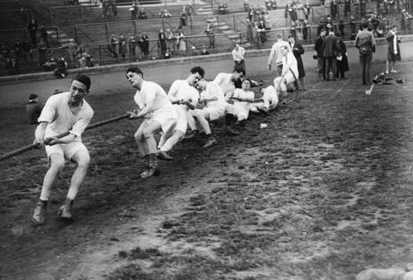 1923 Photograph - Tug Of War by Topical Press Agency