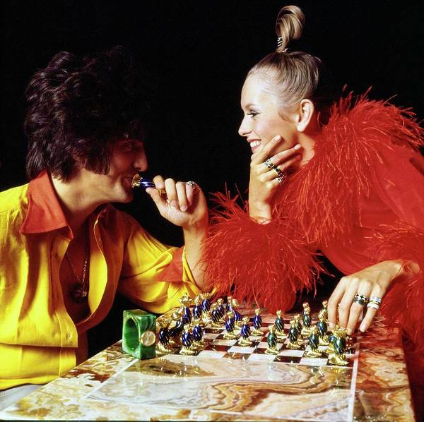 Hair Drawing - Twiggy And Justin De Villeneuve Play Chess, Vogue by Bert Stern