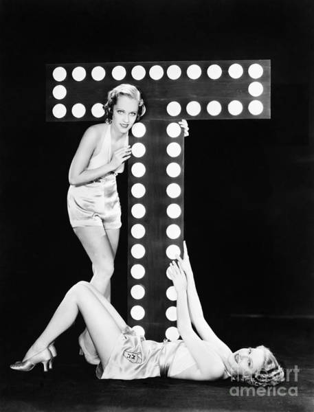 Wall Art - Photograph - Two Young Women Posing With The Letter T by Everett Collection