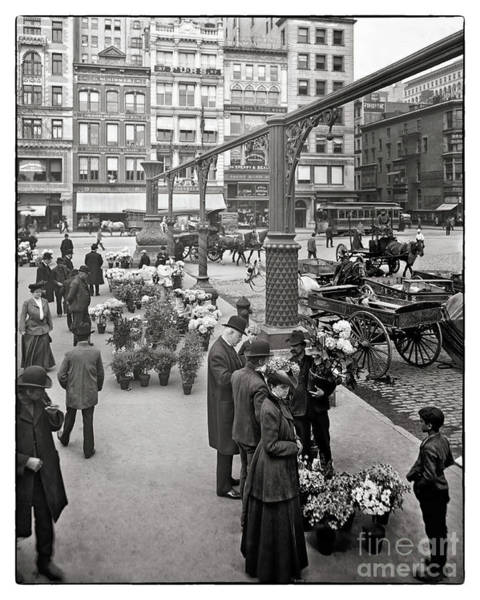 Photograph - Union Square Ny 1905 by Carlos Diaz