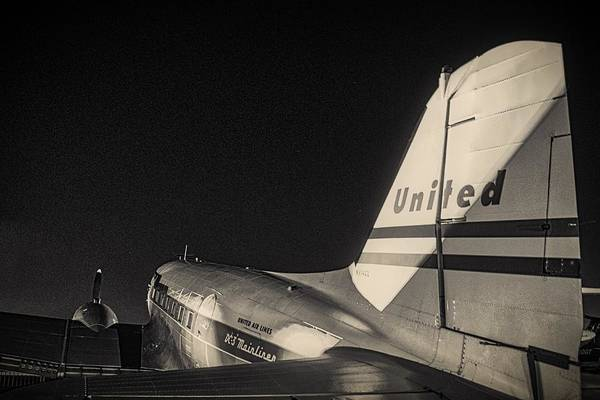 Wall Art - Photograph - United Airlines Dc-3 by Hayman Tam