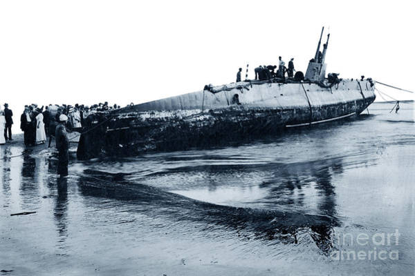 Photograph - U.s. Navy  Submarine F-1  On Beach At Port Watsonville, California 1912 by California Views Archives Mr Pat Hathaway Archives