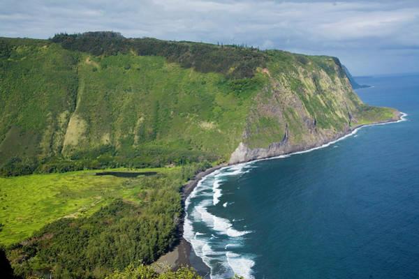 Big Island Photograph - Usa, Hawaii, Big Island, Waipio Valley by Bob Pool