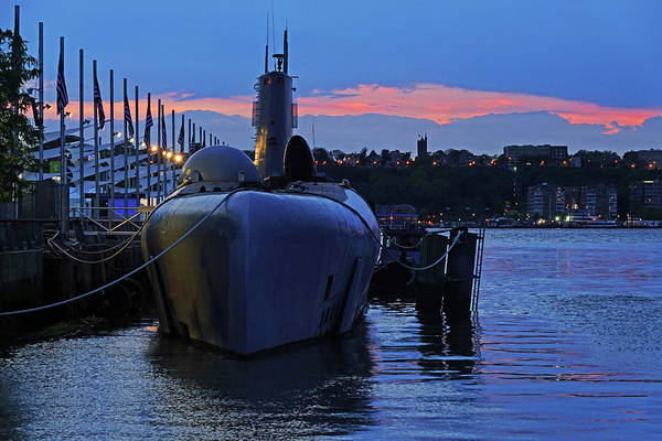 Photograph - Uss Growler New York City Sunset by Toby McGuire