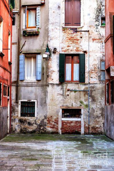 Photograph - Venezia Building Style 2009 by John Rizzuto